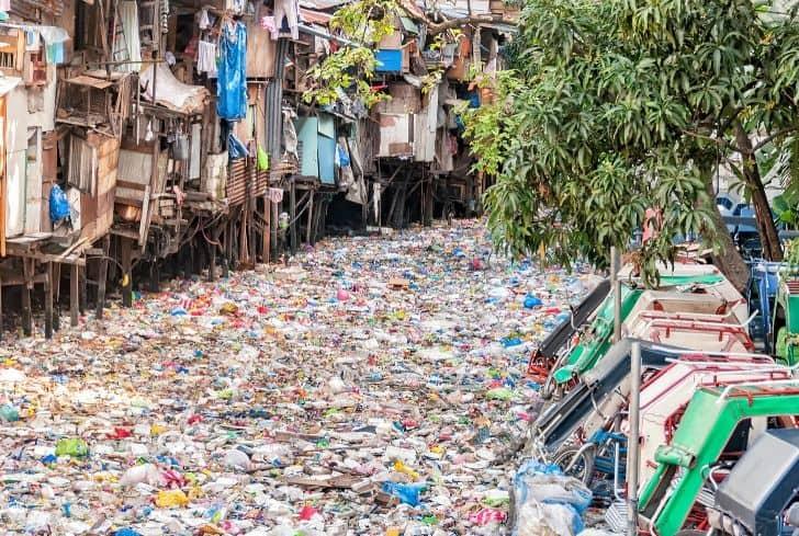 Sông đầy Chai Nhựa ô Nhiễm Nguồn Nước
